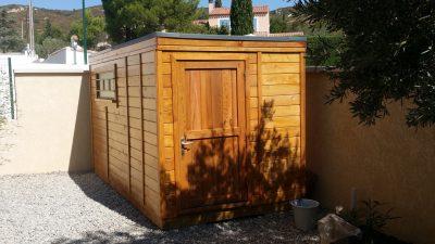 abri toit plat en bois